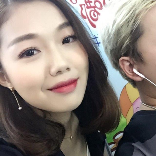 网红歌手@徐薇_薇薇薇 和不红歌手@小鹿Mo
