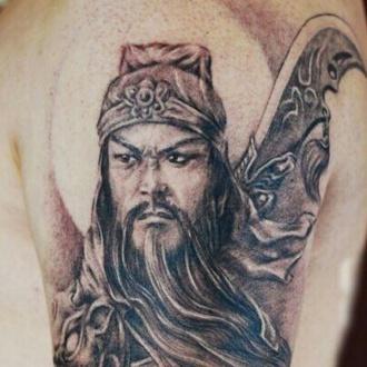 杨括菲手臂纹身图案
