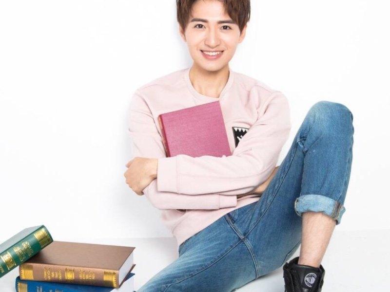 演员王������9i��kd_演员王小成的直播:今天的我好肿