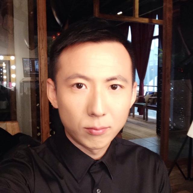 一直播:主持人刘腾正在直播