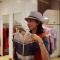 她逛街每小时能赚千元!#华小商直播#  揭秘西安80后美女陪购师的秘诀