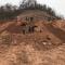 仙海一在建工地发现古墓群,考古队进场工作。