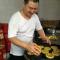 西安一家三代传承50多年做月饼 每天4点起床要做2000多个。