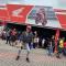 兮兮在MotoGP的马来西亚站为大家开个直播,这的摩托车周边都好便宜