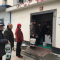 汉中新桥台联小区缺水 住户无奈厕所接水吃 #小区停水#