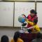 美丽空姐化身支教老师 将世界带给山区的孩子们