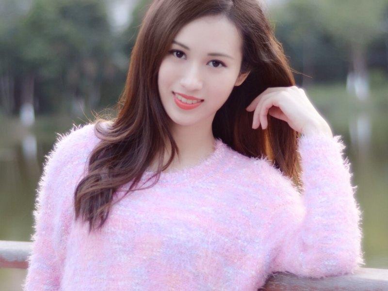 朱穎君粵語歌手正在直播