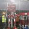 工人自制消防机器人 雾霾超标自动喷水