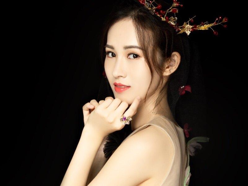 朱颖君粤语歌手正在直播
