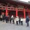 兴庆宫公园进园验证测体温 市民戴口罩排队来赏春