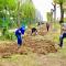 不负春光!这所大学老师们返校先干农活。#武汉新闻#