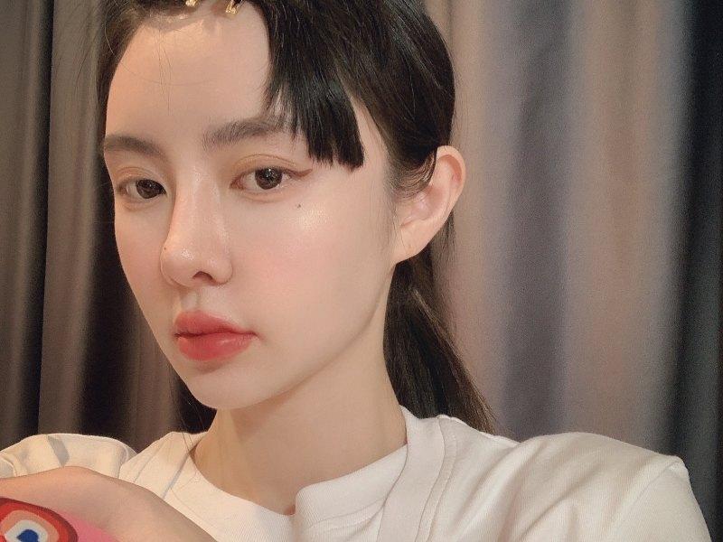 Mona-张绮贤正在直播