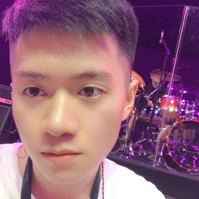 微博多人视频房:#综艺宅急送#我们的乐队#来康康,来聊聊!,直播开始啦...