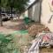 #我为群众办实事 华商直播帮#脏!西安市新城区新光巷百米长建筑垃圾带啥时清理?