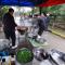 重阳节,西安一小区业委会请老人们吃臊子面